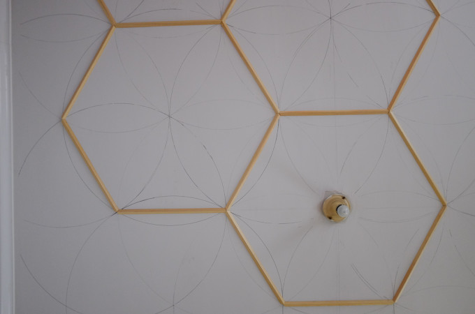 Hexagonal ceiling molding