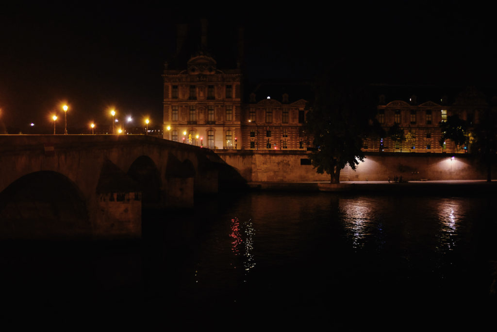 musee louvre seine night photoraphy